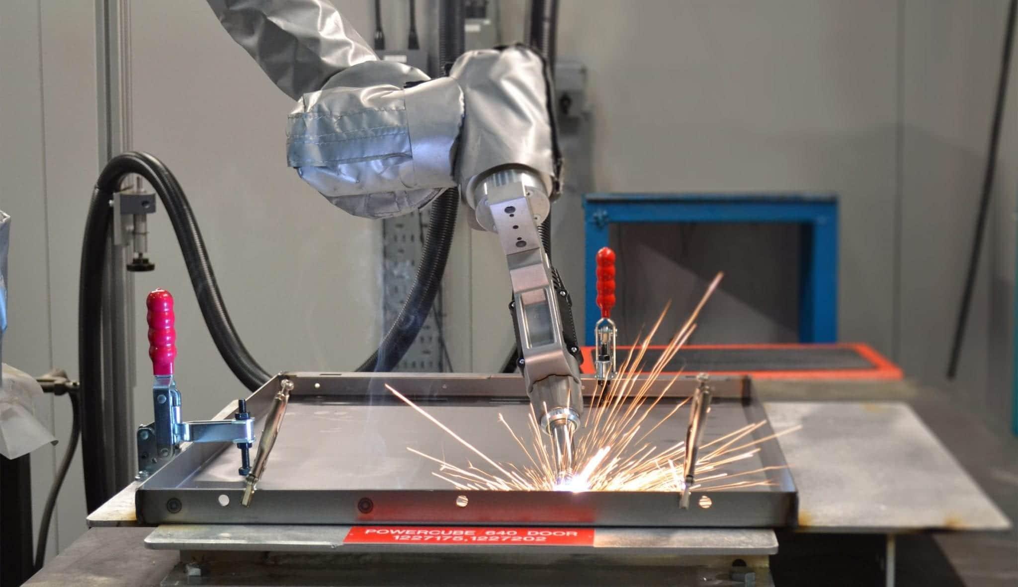Universal Robot Welding Cell